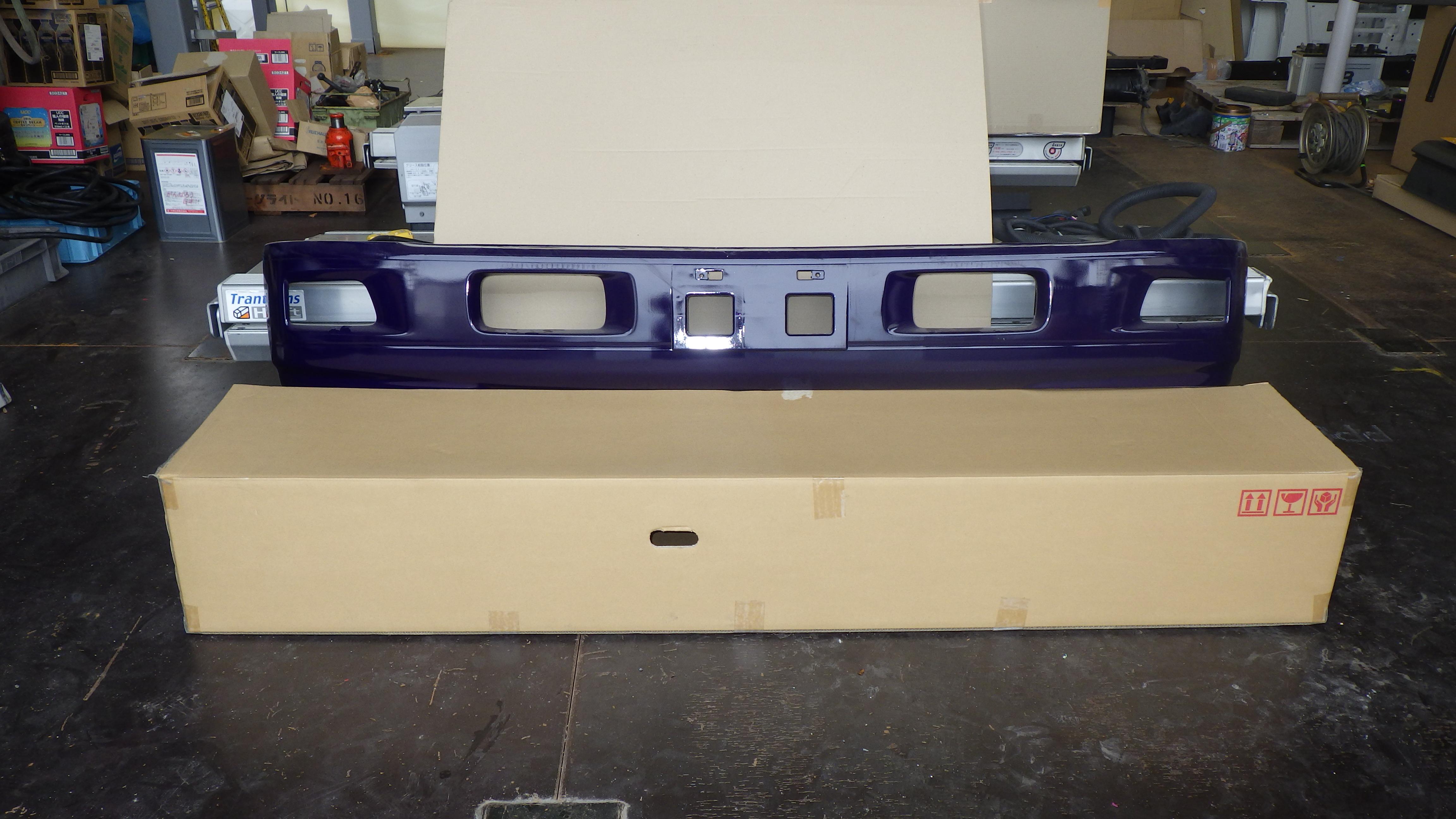 いすゞ07エルフ ワイドキャブ用 純正 フロントバンパー1