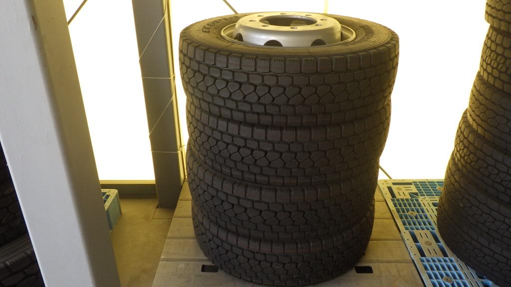245/70R19.5 スチールホイール付 未使用タイヤ 4本セット1