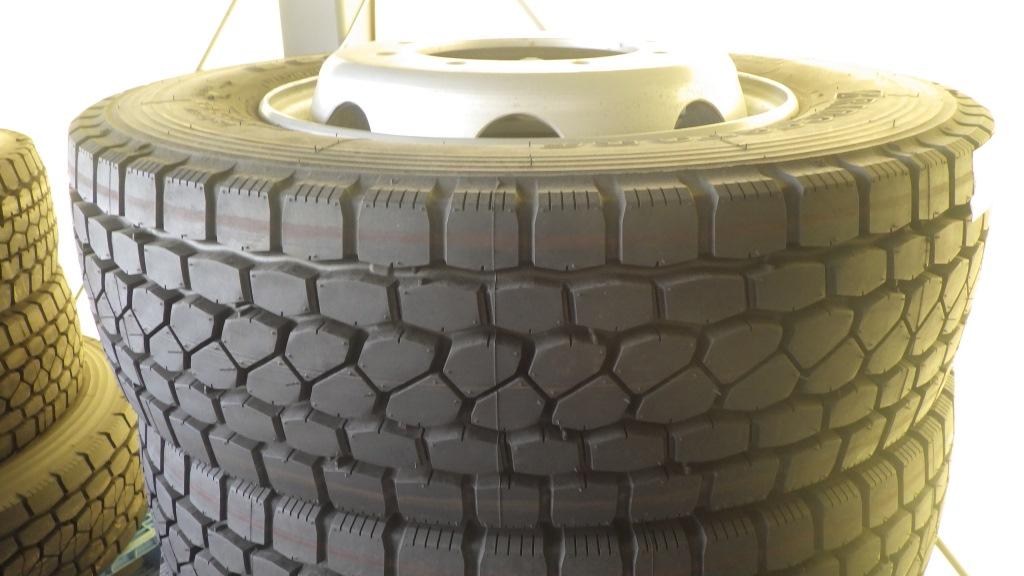 245/70R19.5 スチールホイール付 未使用タイヤ 4本セット2