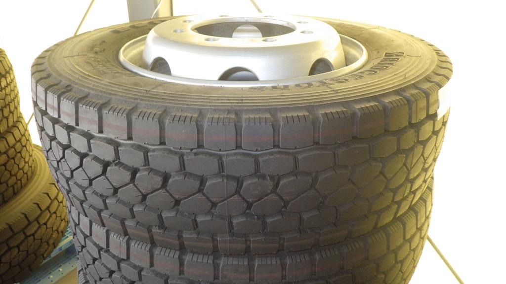 245/70R19.5 スチールホイール付 未使用タイヤ 4本セット3