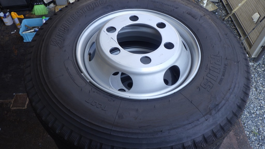 225/90R17.5 スチールホイール付 タイヤ2