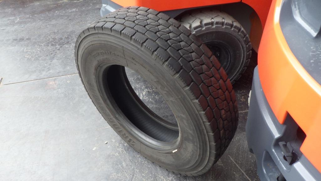 225/80R17.5 バリ溝 ミックスタイヤ1
