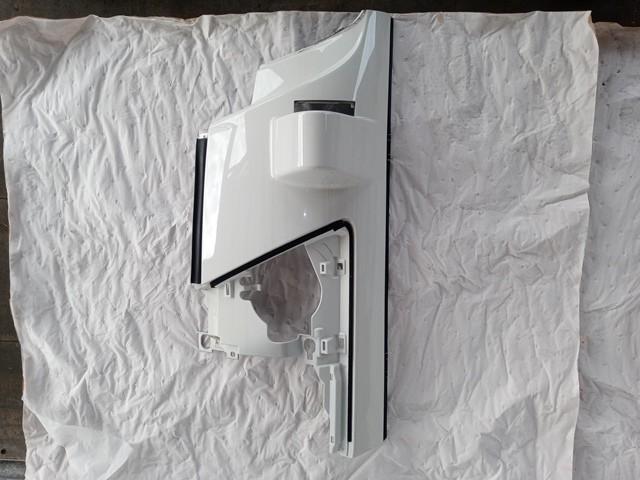 いすゞ/UDトラックス コーナーパネル左 白1