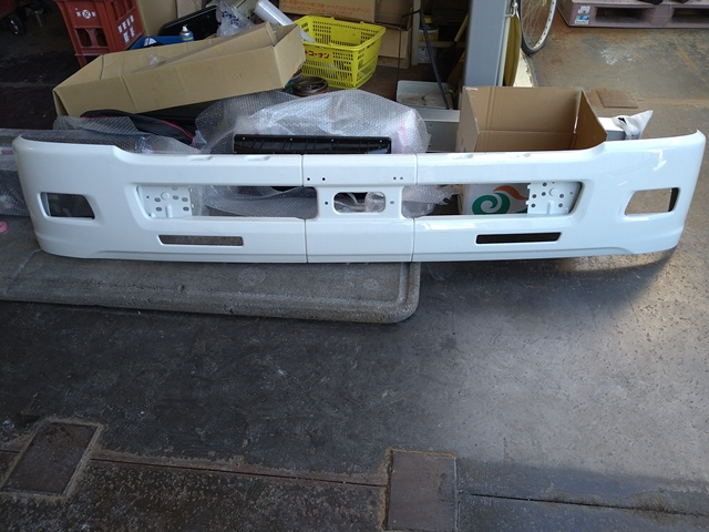 いすゞ フォワード ワイドキャブ用 フロントバンパー1