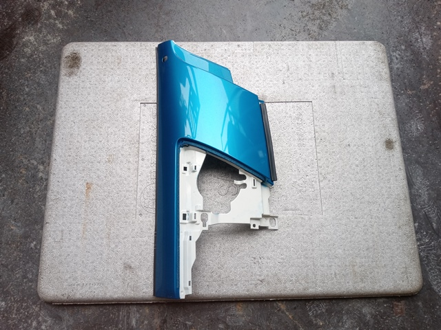 いすゞ フォワード 運転席側コーナーパネル1
