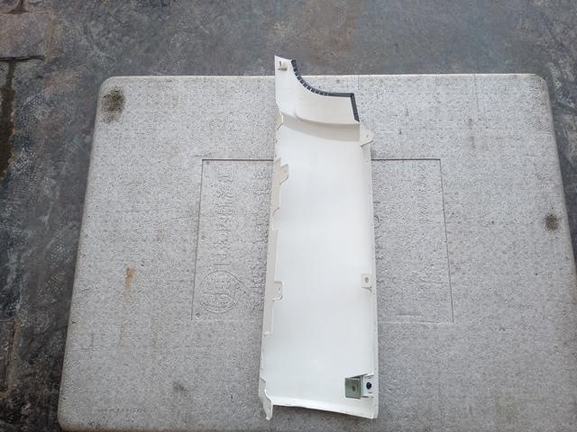 UDトラックス クオン 助手席側コーナーパネル2