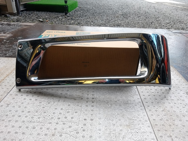 いすゞ '07ギガ メッキヘッドライトリム(助手席側)2