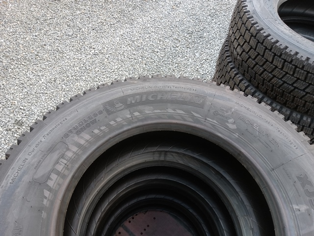 245/70R19.5 スタッドレスタイヤ8本 MICHELIN / XJS WINTER GRIP5