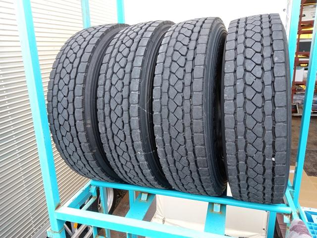 275/80R22.5 リトレットタイヤ スチールホイール付き 4本セット1