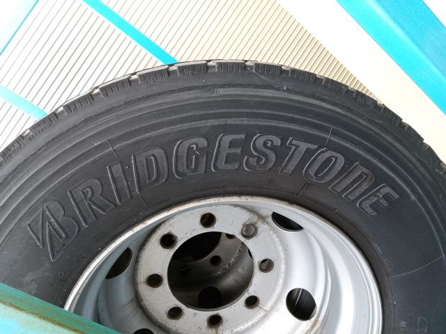 275/80R22.5 リトレットタイヤ スチールホイール付き 4本セット2