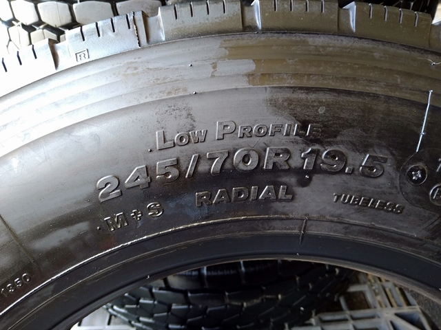 245/70R19.5 ブリジストンタイヤ 大特価セール品5