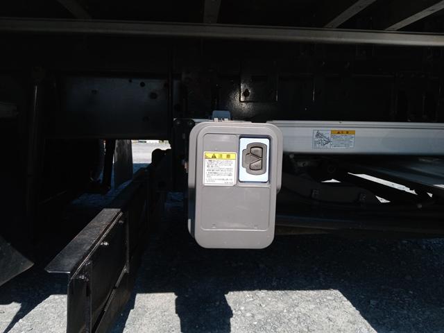 H23年 UDトラックス 4t格納ゲート付アルミウイング 6MT エアサス32