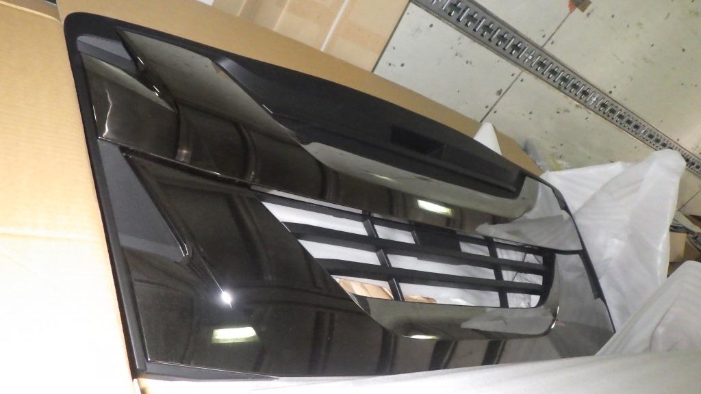ファイブスターギガ いすゞ純正 ブラッククロム グリル1