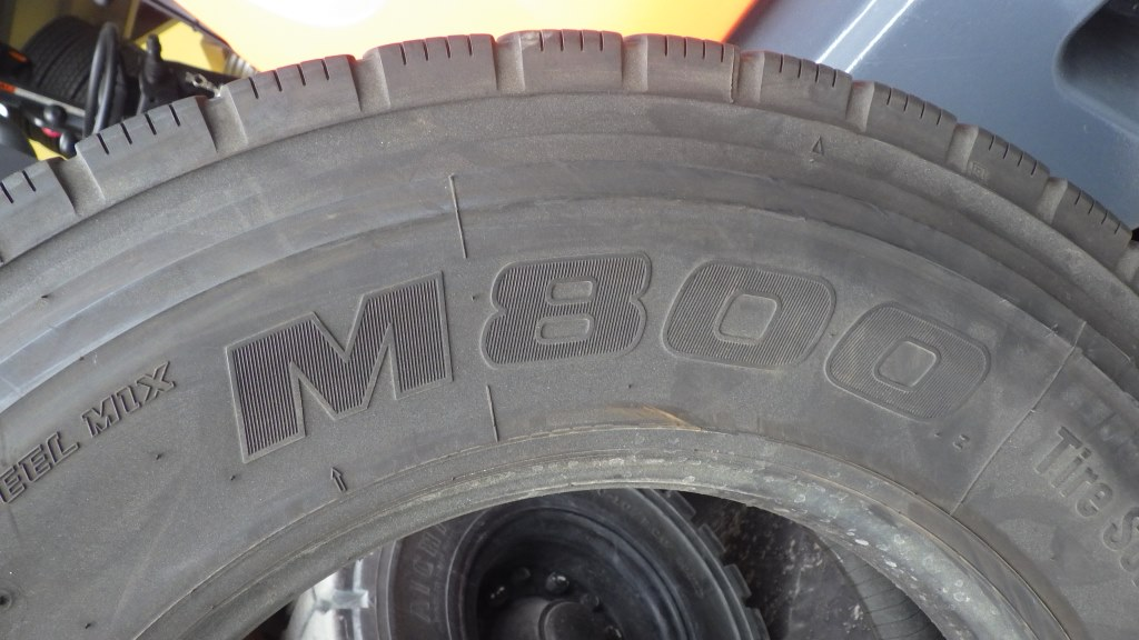 225/80R17.5 M800 バリ溝格安タイヤ3