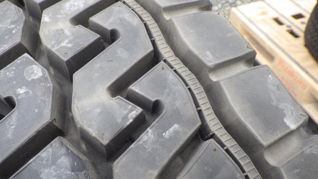 11R22.5 スチールホイール付タイヤ 1本10