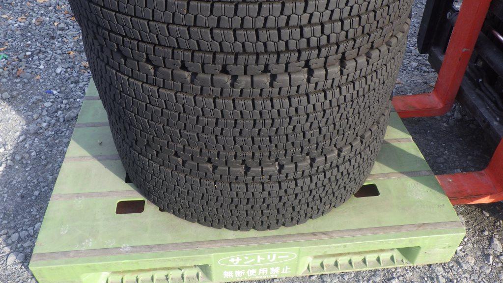 245/70R19.5 スタッドレスタイヤ W9007