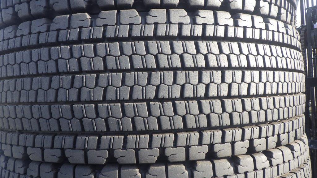245/70R19.5 スタッドレスタイヤ W9003