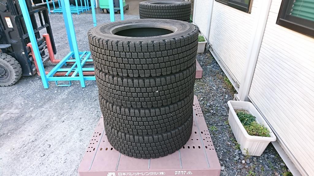 スタッドレスタイヤ 245/70R19.5 スタッドレスタイヤ8本セット1