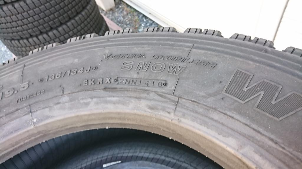スタッドレスタイヤ 245/70R19.5 スタッドレスタイヤ8本セット7