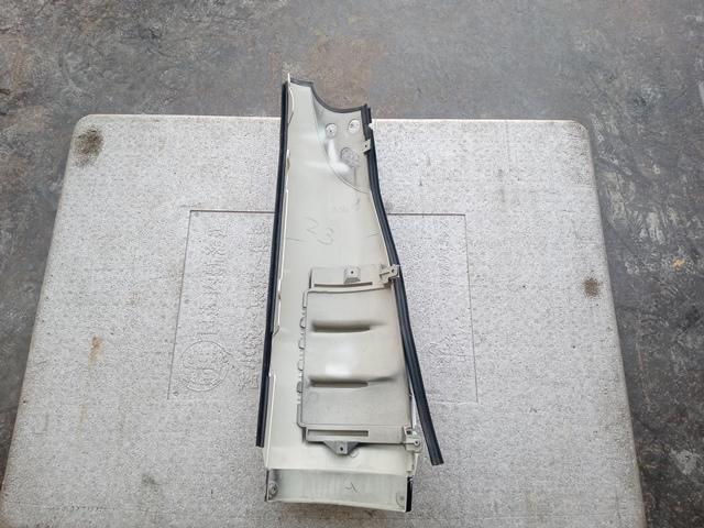 いすゞ'07ギガ コーナーパネル助手席側2