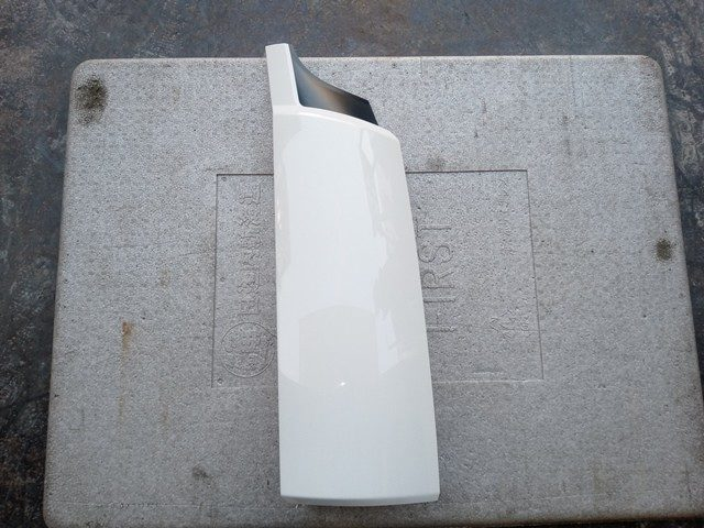 UDトラックス クオン 運転席側コーナーパネル1