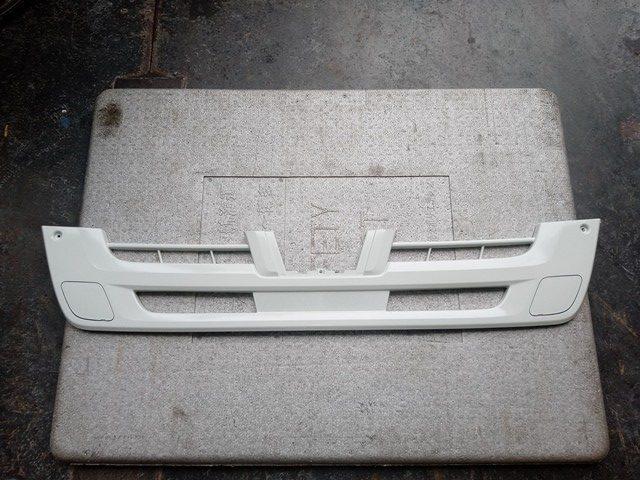いすゞ ファイブスターギガ バンパーグリル1